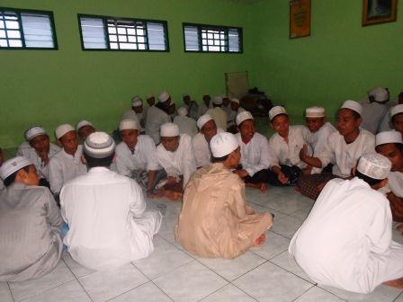 Antusias: warga Asrama L tampak bersemangat saat  menerima kunjungan Dalwah