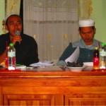 Serius: Ust. Alil Wafa saat memberikan pertanyaan kepada salah satu peserta lomba resensi kitab
