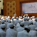 Habib Umar bin Muhammad Assegaf menjelaskan keutamaan bahasa Arab di hadapan santri yang khusus bermukim di asrama berbahasa Arab
