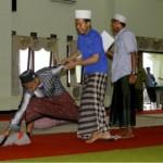 Salah regu pelatihan Leadership ketika mengikuti outborn di kantor Sekretariat Lt. III Pondok Pesantren Sidogiri