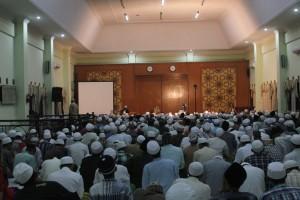 Sebelum diskusi panel dimulai Kepala Madrasah Aliyah, Ust. Abdur Qodir, menyampaikan beberapa hal kepada murid Aliyah