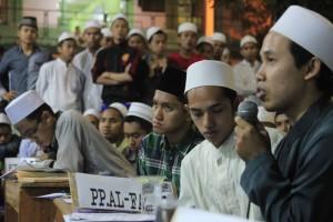 Salah satu utusan Pondok Pesantren Al_Falah memaparkan argumentasi