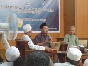 Hakim Jaily bersama Ustad Idrus Romli membedah buku Tasawuf Sebagai Kritik Sosial: Mengedepankan Islam sebagai Inspirasi, Bukan Aspirasi