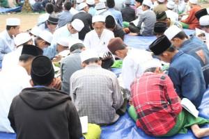 Teduh: Suasana jam belajar tambahan Tarbiyah Idadiyah yang dilaksankan di luar ruangan