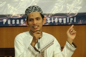 Gus Achmad Badruttamam Hasan MA sebagai narasumber saat menyampaikan materi nya