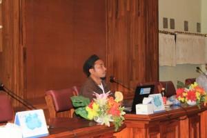 Ust. Ahmad Dairobi menyampaikan materinya di hadapan awak redaksi media Pondok Pesantren Sidogiri