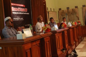 Ust. Idrus Romli bersama Ust. Moh Achyat Ahmad dalam acara seminar Annajah Center Sidogiri