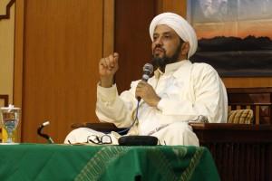 Habib Taufiq Bin Abdul QOdir As-Segaf saat menyampaikan motivasinya