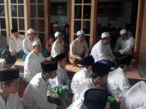 Prosesi wisuda di dalem pengasuh Pondok Pesantren Sidogiri, Rabu (12/12) yang lalu.