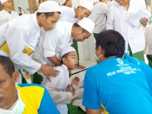 Takut: murid Tarbiyah Idadiyah takut diimunisasi oleh tim medis di masjid Jami' Lt. II