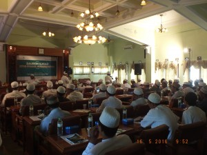 Antusias: Para audien menyimak penjelasan tentang kitab Syamailul Muhammadiyah