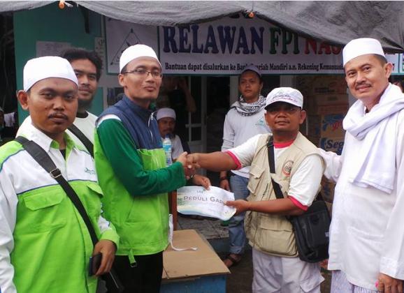 LAZ Sidogiri Bersama Relawan FPI Salurkan Bantuan Untuk Garut