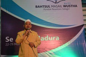Ust. Abd. Qodir Ghufran menyampaikan selamat datang kepada para delegasi pesantren se Jawa- Madura dalam sambutannya