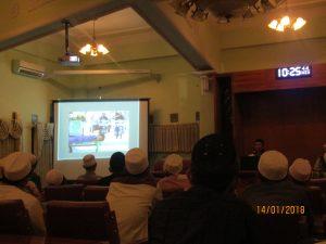 Tampil: Kang Ube menampilkan berbagai karya dari bidikan camera yang kerap mewarnai halaman Jawa Pos
