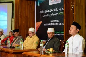 Semangat: Mas Samsul Arifin Munawwir mempresentasikan website resmi Hmass